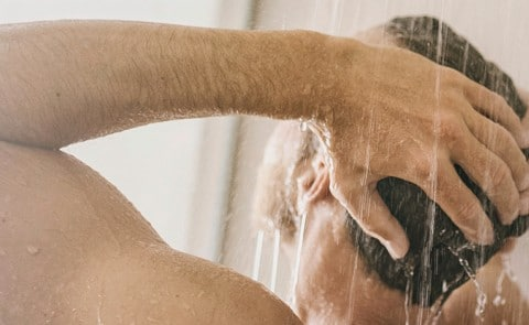 A Men using conditioner