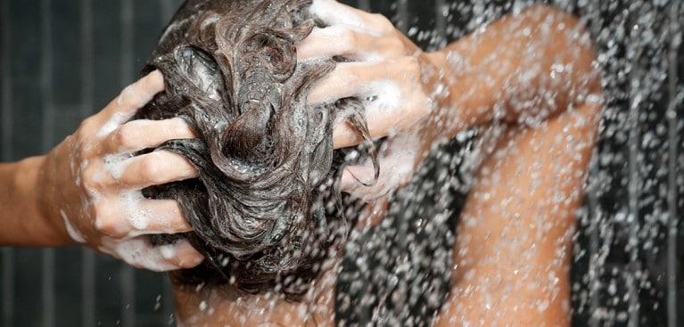 Cоветы от Clear: как правильно мыть голову шампунем